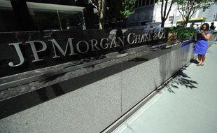 La banque américaine JPMorgan fait l'objet d'une enquête de l'autorité boursière américaine SEC pour savoir si elle a profité dans ses affaires en Chine du fait d'avoir embauché des enfants de hauts responsables chinois, a confirmé JPMorgan dimanche.