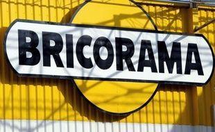 Les magasins franciliens Bricorama, menacés de fermeture dominicale après le rejet par la justice de leur demande d'appel mercredi, s'adressent aux préfets, pour qu'ils réexaminent leurs demandes de dérogations, a annoncé vendredi l'enseigne de bricolage.