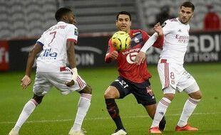 André et Aouar au duel le 1er novembre 2020 au stade Pierre Mauroy.