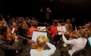 L'orchestre du PESMD dirigé par Laurent Gignoux, au Théâtre des Quatre Saisons de Gradignan.