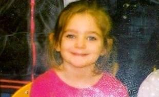 Photo de la petite Fiona distribuée par la police avant que ses parents avouent qu'elle est morte et qu'ils l'ont enterrée.
