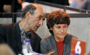 Patrice Ciprelli, le mari de la championne cycliste Jeannie Longo, a été placé en garde à vue mercredi matin à Grenoble par les gendarmes de l'Office central de lutte contre les atteintes à l'environnement et à la santé publique (Oclaesp).