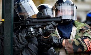 L'Intérieur refuse d'abandonner l'usage du Flash-Ball dans le délai de deux mois, demandé par le Défenseur des droits Jacques Toubon (photo d'illustration).