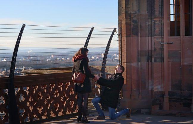 Saint Valentin: On a retrouvé les fiancés de la cathédrale de Strasbourg (et c'est «so cute»)