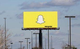 Le logo de Snapchat sur un panneau publicitaire.