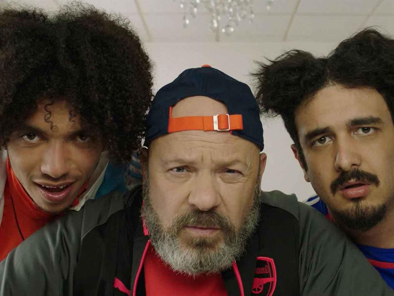 Les Déguns Après 4 saisons d'immense succès sur Youtube, les Déguns arrivent au cinéma. Nono et Karim, deux vrais « déguns » des quartiers de Marseille, se retrouvent enfermés dans un camp de redressement militaire suite à un cambriolage.