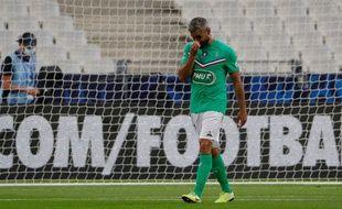 Loïc Perrin quitte le terrain après son exclusion face au PSG.