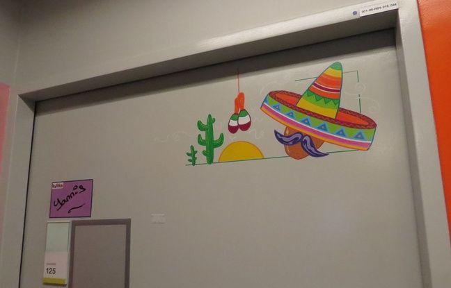 Sur chaque chambre, une vignette annonce le voyage: ici c'est au Mexique que patients et soignants sont emmenés.
