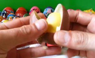 Capture d'écran d'une vidéo YouTube d'ouverture d'oeufs Kinder
