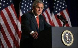 Le président George W. Bush a consulté samedi ses généraux sur la réponse à apporter à l'alarmante dégradation de la situation en Irak, qui le soumet à une pression de plus en plus forte pour un changement de cap.