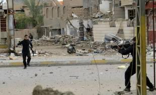 Les forces gouvernemntales et les services antiterroristes irakiens pendant une bataille contre le groupe Etat islamique pour reprendre le contrôle de tous les quartiers de Ramadi, le 4 janvier 2016