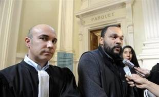 La cour d'appel de Paris a confirmé jeudi la condamnation de l'humoriste Dieudonné pour ses propos sur la mémoire de la Shoah qu'il avait tenus à Alger en 2005 et qui avaient provoqué un tollé en France.