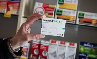 Une boîte de Plaquenil, dans une pharmacie parisienne, le 24 mars 2020. Le médicament contient de l'hydroxychloroquine.
