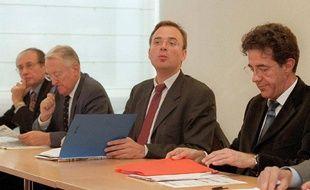 Yann Galut (deuxième à partir de la gauche), député PS du Cher, le 13 octobre 1999.