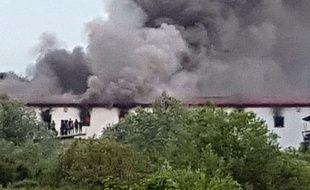 Un centre d'accueil pour migrants a pris feu samedi 1er juin 2019, à Velika Kladusa (Bosnie).