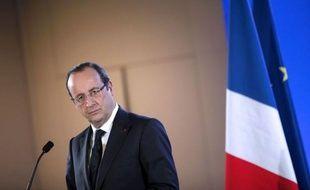 Moins d'un an après son élection, François Hollande, confronté à de sombres perspectives économiques, prépare l'opinion à une marche arrière sur ses principaux objectifs, notamment l'inversion de la courbe du chômage fin 2013 et la trêve fiscale prévue pour 2014.