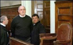 """Claude Duviau, l'exploitant agricole jugé depuis lundi devant les assises de la Dordogne pour avoir tué en septembre 2004 deux contrôleurs du travail, a voulu raconter le drame en mettant """"tout sur la table"""" pour que la cour comprenne qu'il """"n'était plus sur terre""""."""
