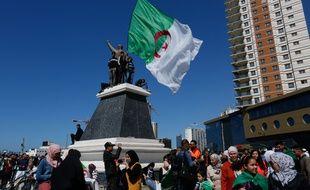 Les Algériens demandent la démissions des officiels liés au président Abdelaziz Bouteflika.