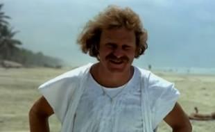 Guy Laporte, dans le personnage de Marcus, chef du village-vacances des Bronzés