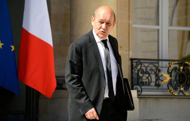 Le ministre de la Défense Jean-Yves Le Drian à la sortie du Conseil des ministres le 19 juillet 2016 à l'Elysée à Paris