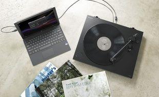 La nouvelle platine PS-HX500 permet d'écouter et de numériser ses vinyles dans un format audio non compressé.