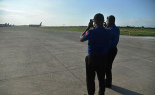 Des employés de sécurité sur une piste de l'aéroport de Port-au-Prince (image d'illustration).