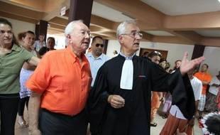 L'ancien président de la Polynésie française Gaston Flosse se présentera de nouveau aux élections territoriales, en avril et mai 2013, a-t-il annoncé jeudi à Tahiti, à l'issue du procès en appel de l'affaire des emplois fictifs dans lequel il était le principal prévenu.