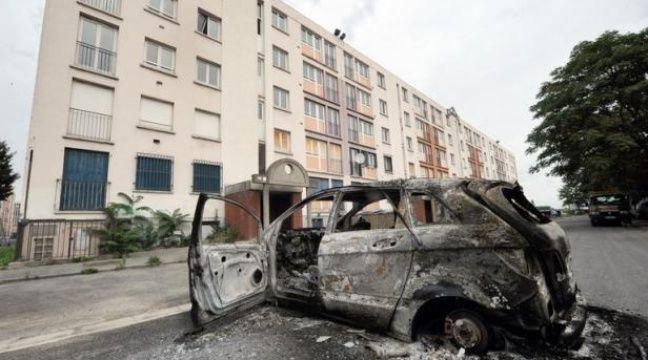 Les premiers éléments de l'enquête administrative diligentée juste avant les heurts dans le quartier d'Amiens-nord dans la nuit du 13 au 14 août justifient l'intervention policière la veille des affrontements. – Philippe Huguen afp.com