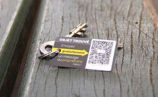 Un simple QR Code à flasher permet d'envoyer un message au propriétaire de l'objet trouvé.