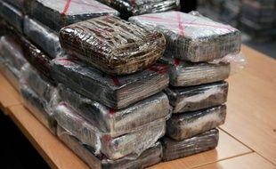 Les douaniers ont découvert 42 pains de cocaïne, «soit environ 48,5 kilos de produit».