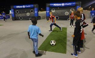 Sur le parvis de l'Allianz Riviera, les activités débutent trois heures avant le coup d'envoi des matchs de l'OGC Nice.