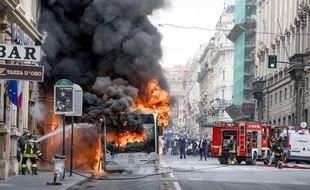 Un bus a pris feu dans le centre de Rome, le 8 mai 2018.