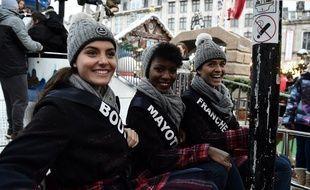 Des compétitrices au concours Miss France, lors d'une présentation à Lille le 2 décembre 2018