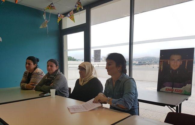 La famille d'Engin donnant une conférence de presse