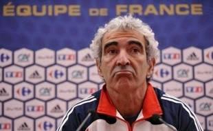 Raymond Domenech a refusé d'évoquer mercredi son avenir à la tête de l'équipe de France, mais c'est pourtant la principale question, au lendemain d'une triste élimination au premier tour de l'Euro-2008, sur laquelle la Fédération française se penchera le 3 juillet.