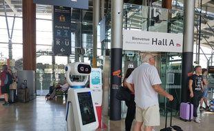 Quatre robots accompagnent les voyageurs d'Aix-en-Provence TGV
