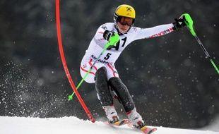 L'Autrichien Marcel Hirscher, au coeur d'une polémique au sujet de ses passages de portes, a été condamné à une amende pour avoir poursuivi sa course après avoir enfourché lors des slaloms de Kitzbühel et Wengen, a indiqué mardi la FIS.