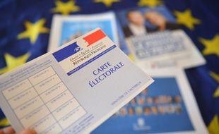 Une carte électorale, et des tracts des candidats aux élections européennes du 26 mai 2019