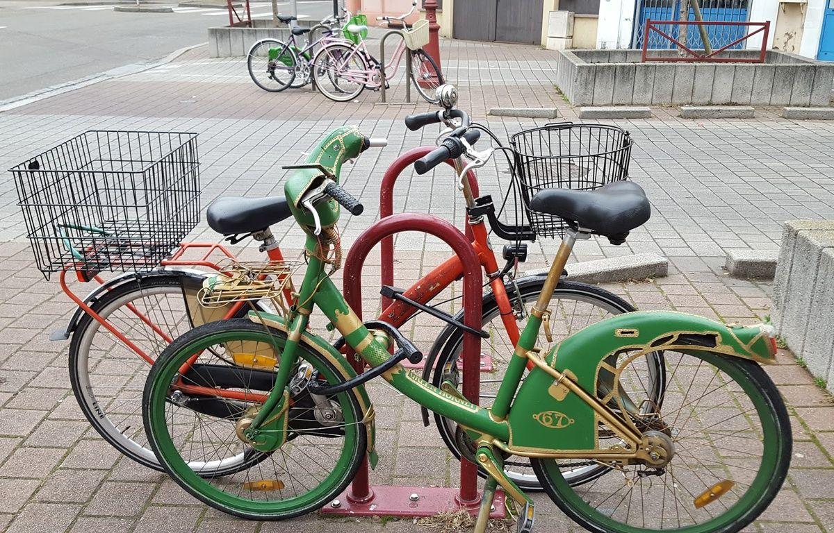 """Rebaptisé """"green hornet"""", ce velib repeint vert et or a-t-il fait le trajet entre Paris et Strasbourg à la forces des jambes de son nouveau """"propriétaire"""" ? – G. Delattre / I Bike Strasbourg."""
