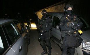 Des policiers du RAID ont participé à une opération contre l'organisation séparatiste basque ETA le 16 décembre 2016, dans les Pyrénées-Atlantiques.