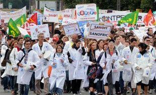 Le mouvement de protestation des salariés de Sanofi a pris de l'ampleur jeudi à Toulouse, avec la première journée entière de grève sur le site et le renfort de près de 200 autres grévistes, arrivés de région parisienne et de Montpellier, a constaté une journaliste de l'AFP.