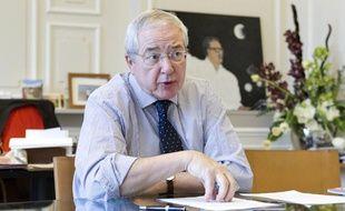 Jean-Paul Huchon, président du conseil régional d'Ile-de-France, dans son bureau, le 27 février 2014.