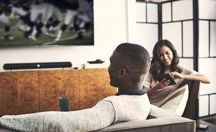 L'intérêt du casque Soundgear BTA consiste à pouvoir profiter d'un programme télévisé sans incommoder son entourage, mais en pouvant aussi participer aux conversations.