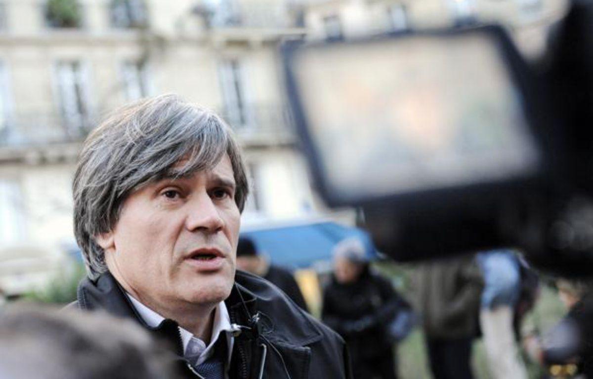 Le socialiste Stéphane Le Foll répond aux questions des journalistes à La Mutualité, à Paris, le 25 novembre 2008.  – STEPHANE DE SAKUTIN / AFP