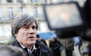 Le socialiste Stéphane Le Foll répond aux questions des journalistes à La Mutualité, à Paris, le 25 novembre 2008.