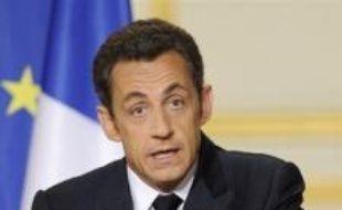 """Nicolas Sarkozy a confirmé le lancement de la réforme des études au lycée dans les classes de seconde à partir de la rentrée 2009 avec pour objectif la mise en place d'un """"nouveau lycée"""" à l'horizon 2012, lundi dans un discours devant les cadres dirigeants de l'éducation."""