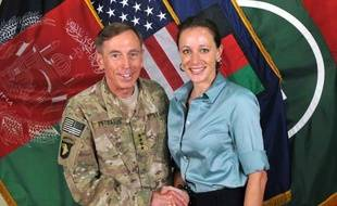 """Des emails """"menaçants"""" adressés par sa maîtresse à une seconde femme ont conduit à la démission surprise, il y a deux jours, du patron de la CIA David Petraeus pour relation extraconjugale."""