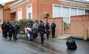 Devant le lycée  juif Ozar Hatorah de Toulouse, le 19 mars 2012.