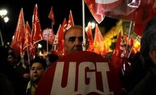 """Les deux principaux syndicats espagnols, UGT et CCOO, ont annoncé vendredi une grève générale le 29 mars pour protester """"contre la réforme du travail et en défense des services publics"""", qui se tiendra à la veille de la présentation du budget 2012 marqué par l'austérité."""