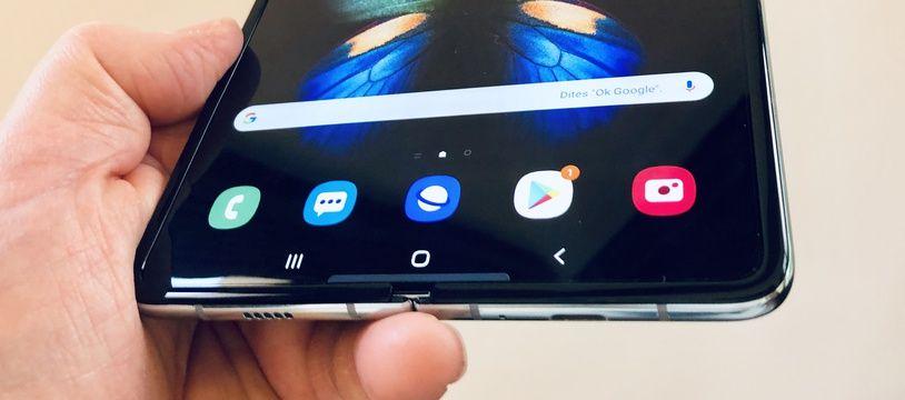 Le Galaxy Fold de Samsung a été lancé en France en mai, à 2020 euros.